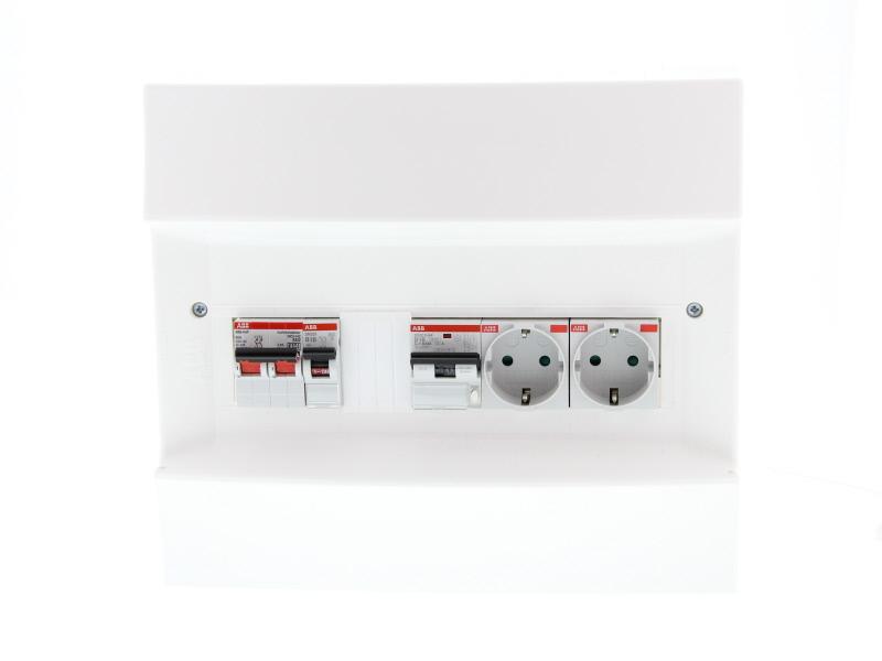 ABB Installatiedozen en -kasten PV-verdeler combimaat B16 met groep B16, 2x WCD en hoofdschakelaar (1SPN001600F0030)