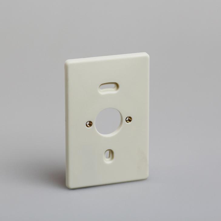 ATTEMA montagedeksel voor 2-voudig opbouwschakelmateriaal en combinaties creme
